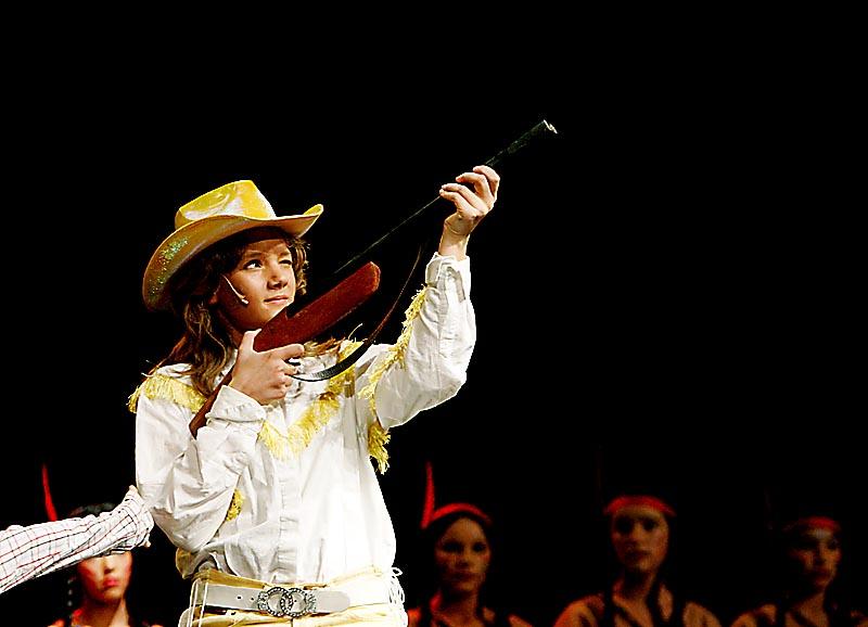 """16.11.2006. """"Annie get your gun"""". Foto: Jeanette Landfald. NB: Bildene er bare til privat bruk og må ikke publiseres uten samtykke fra fotograf."""